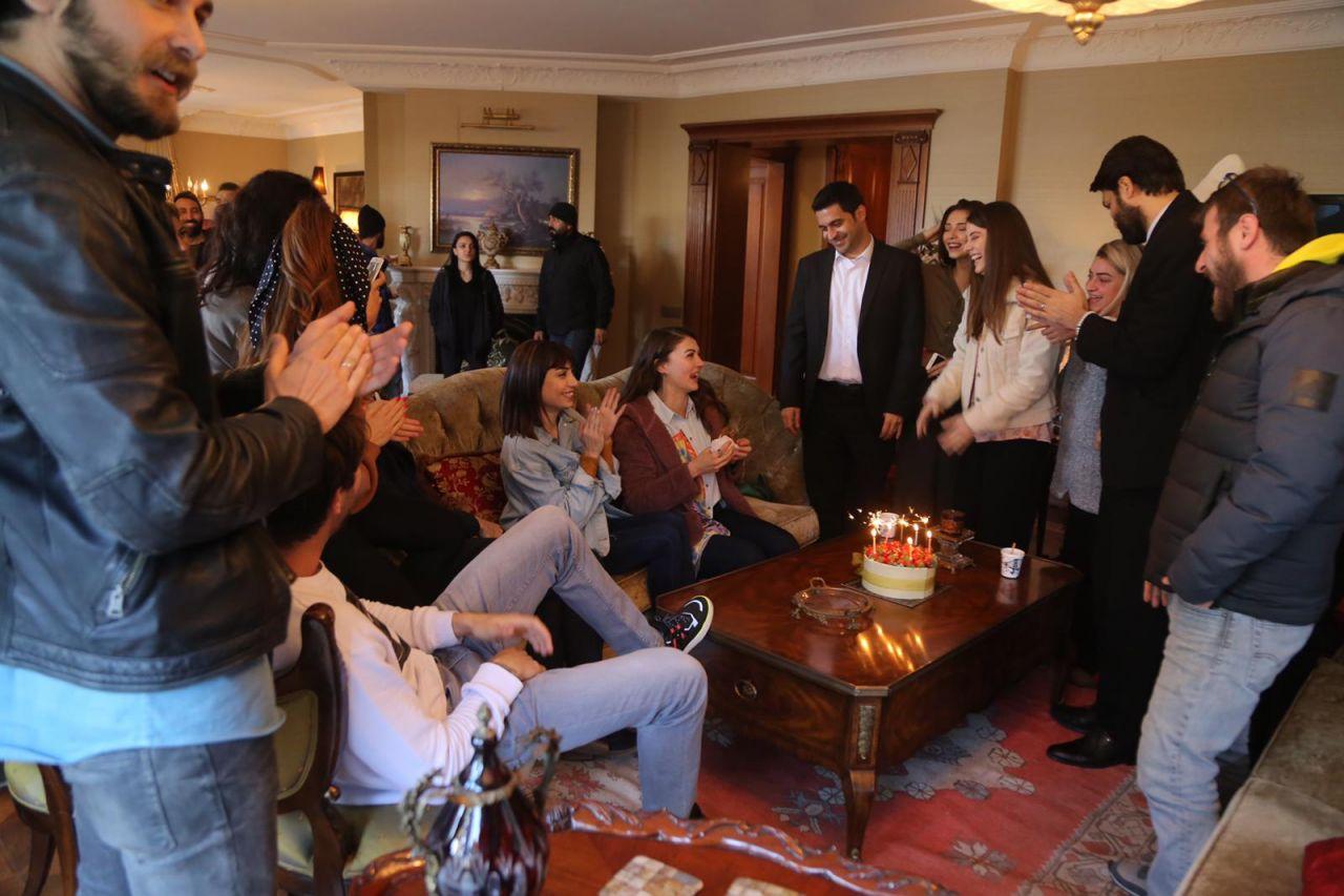 Burcu Özberk yeni yaşını sette kutladı - Sayfa:2