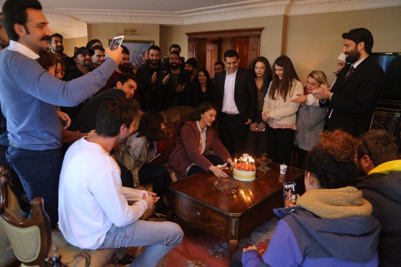 Burcu Özberk yeni yaşını sette kutladı - Sayfa:4