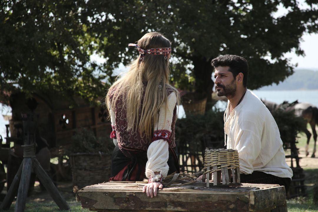 Yırtıcı Kara Şahin rol arkadaşı oldu! - Sayfa:2