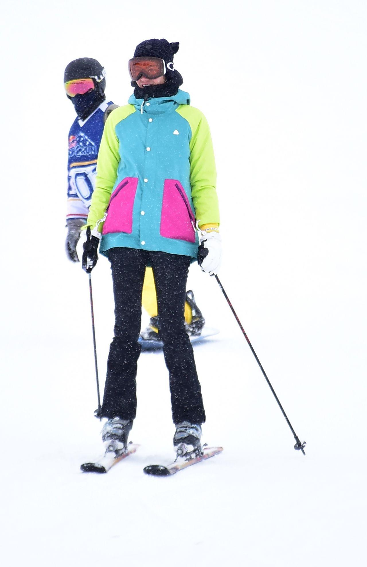 Berrak Tüzünataç ve Berk Suyabatmaz'ın kayak keyfi - Sayfa:3