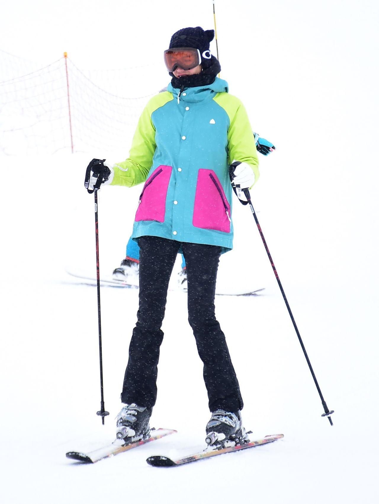 Berrak Tüzünataç ve Berk Suyabatmaz'ın kayak keyfi - Sayfa:4