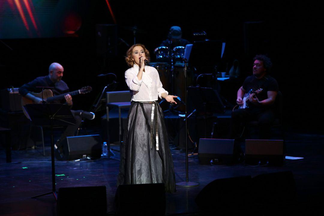 Zuhal Olcay Zorlu Psm'de şarkıları ve güzelliği ile izleyenleri büyüledi - Sayfa:4