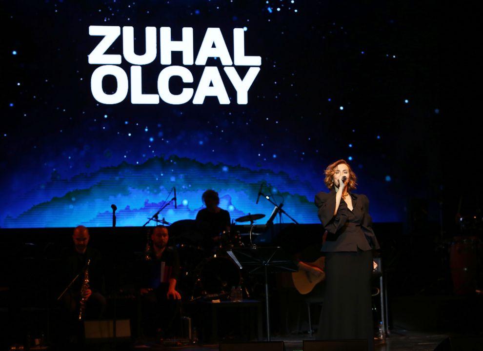 Zuhal Olcay Zorlu Psm'de şarkıları ve güzelliği ile izleyenleri büyüledi - Sayfa:2