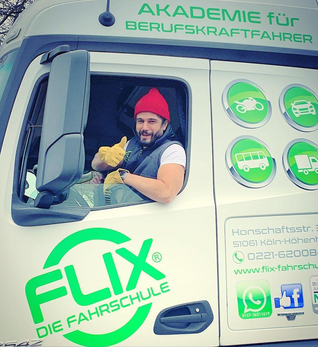 Ünlü oyuncu Haluk Piyes kamyon şoförü oldu - Sayfa:1