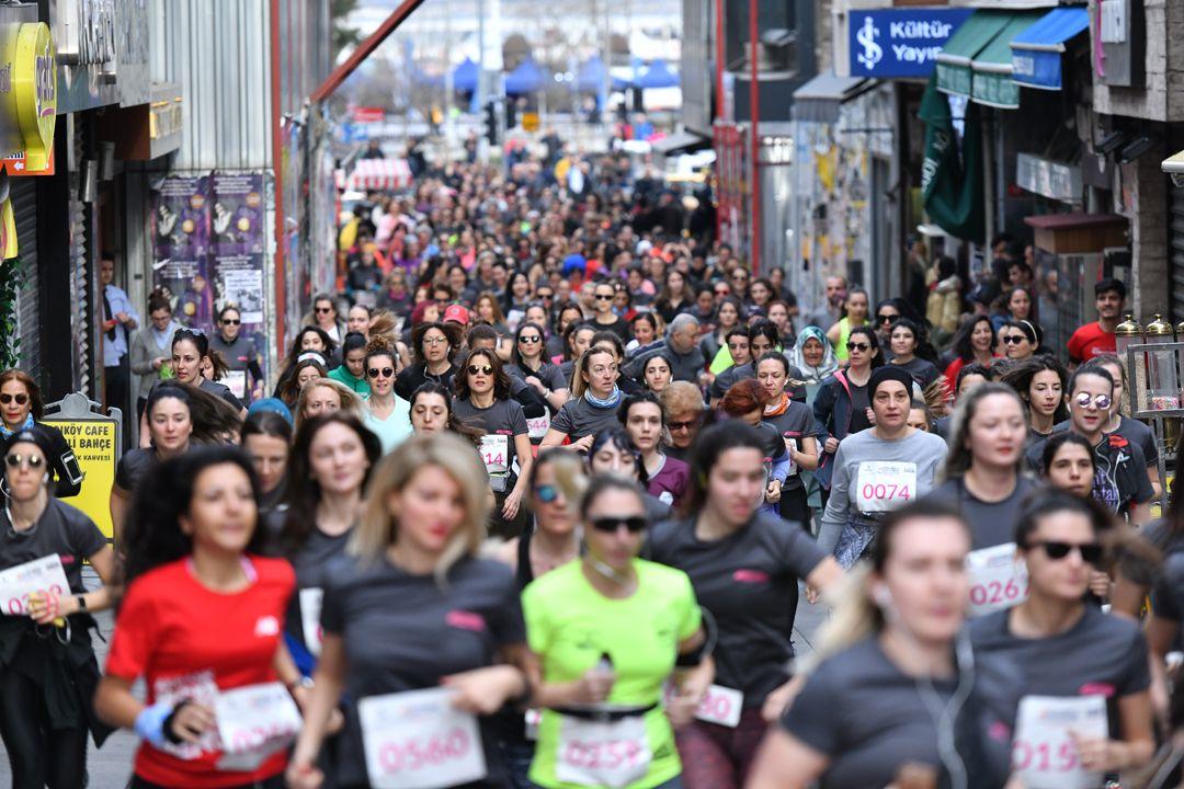 Kadınlar, güçlü adımlarıyla Kadıköy'de koştu - Sayfa:1