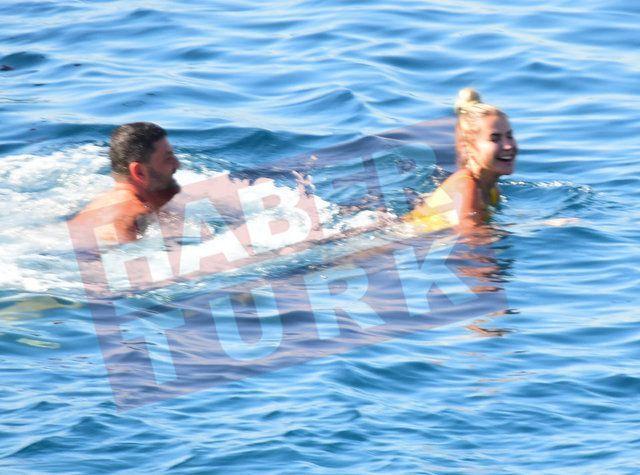Ece Erken sevgilisiyle denizde aşka geldi! - Sayfa:3