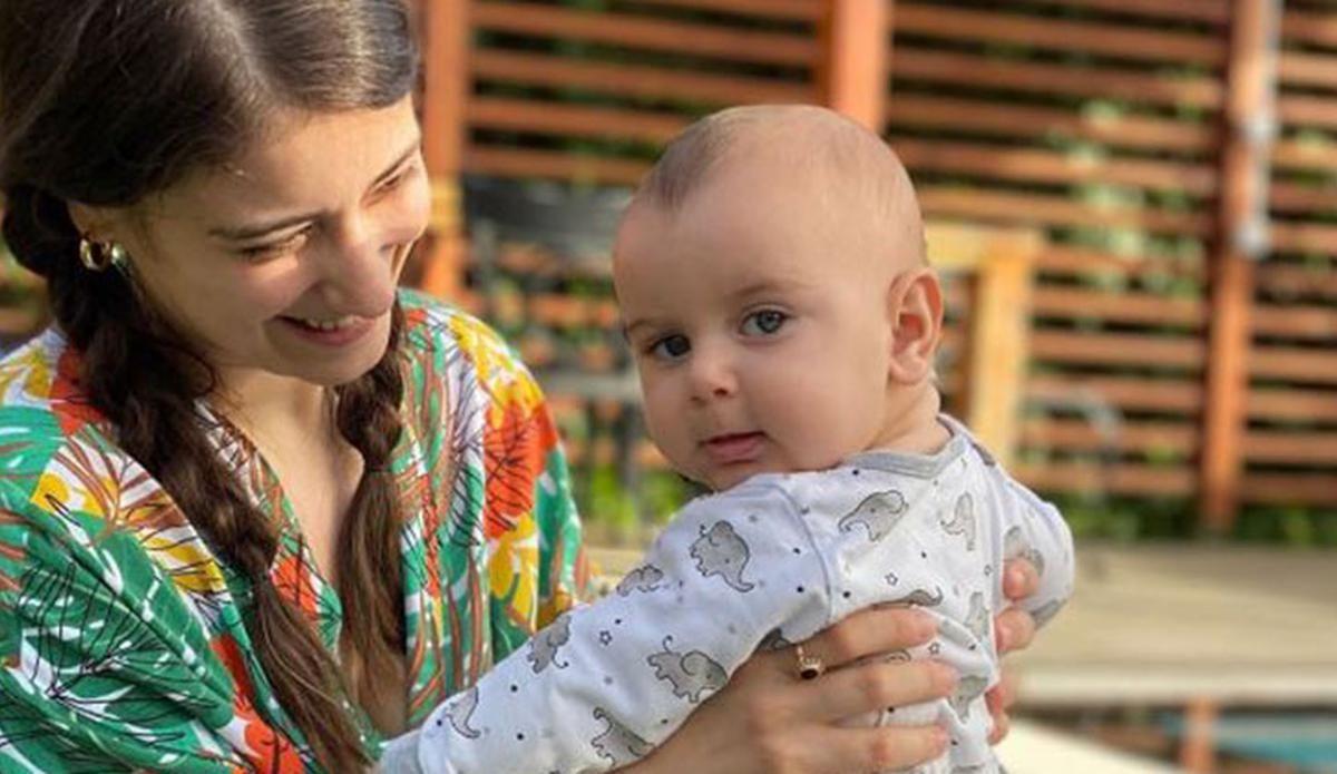 Hazal Kaya'nın bebekli set karesi olay oldu! - Sayfa:1
