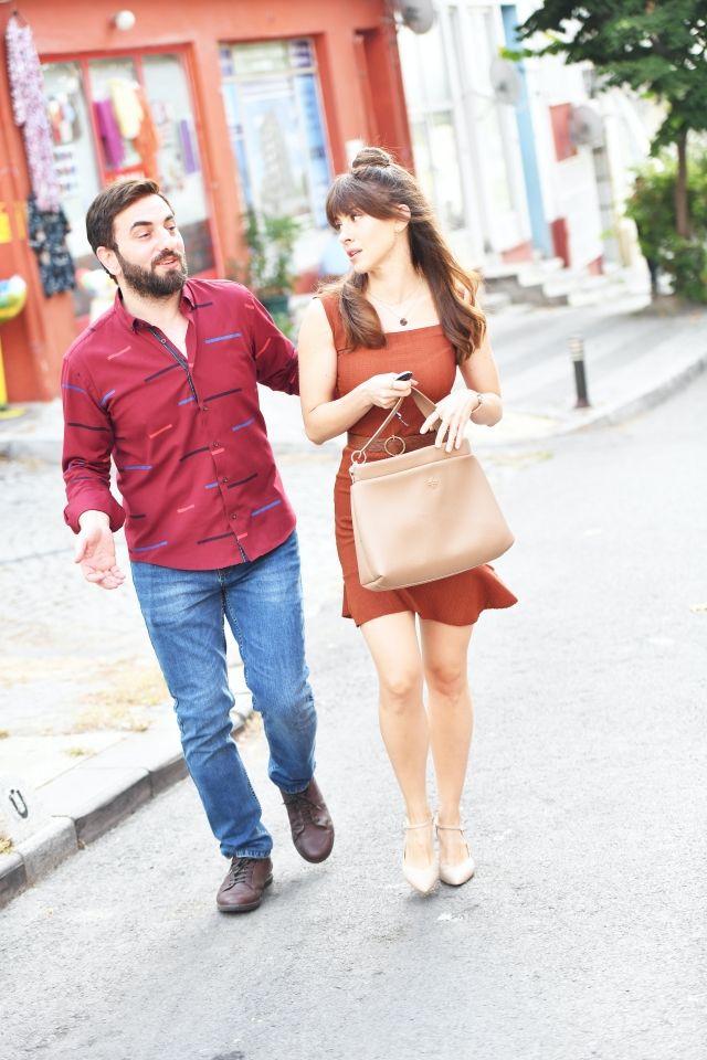 Aykut ve Gülşah yeniden el ele... Aykut Enişte 2 filminden yeni kareler! - Sayfa:1