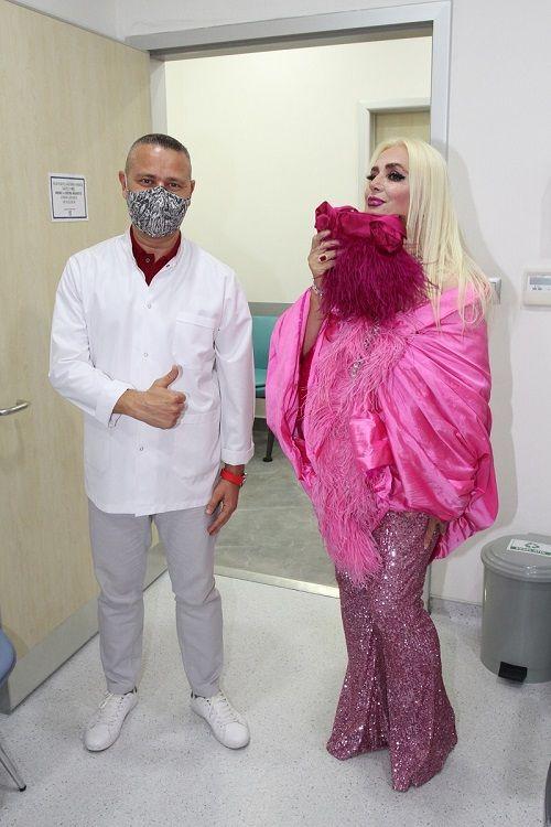 Banu Alkan sahne kıyafetiyle hastanede - Sayfa:2