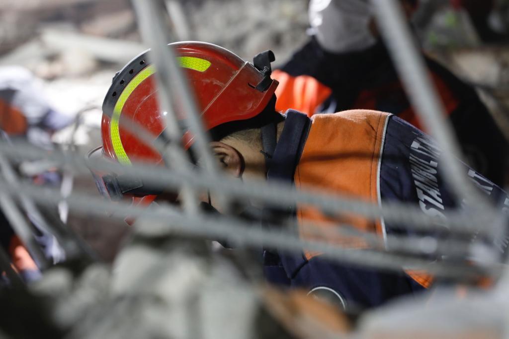 İzmir depreminde Elif mucizesi... 65 saat sonra kurtarıldı! - Sayfa:1