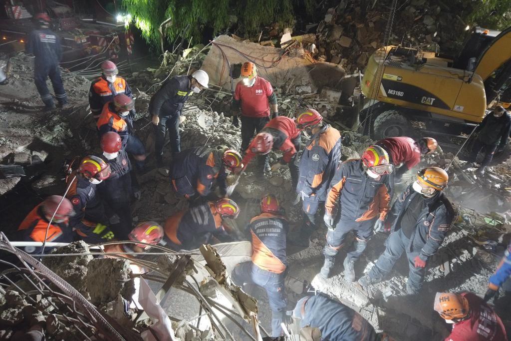 İzmir depreminde Elif mucizesi... 65 saat sonra kurtarıldı! - Sayfa:4