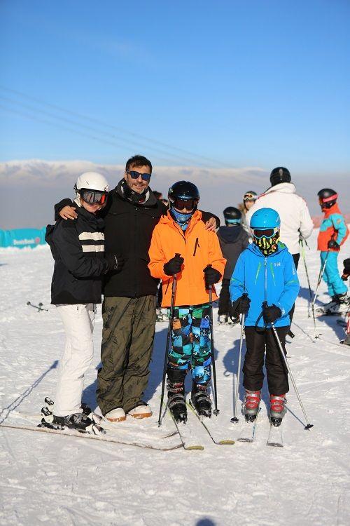 Barış Kılıç'ın ailesiyle kayak keyfi - Sayfa:1