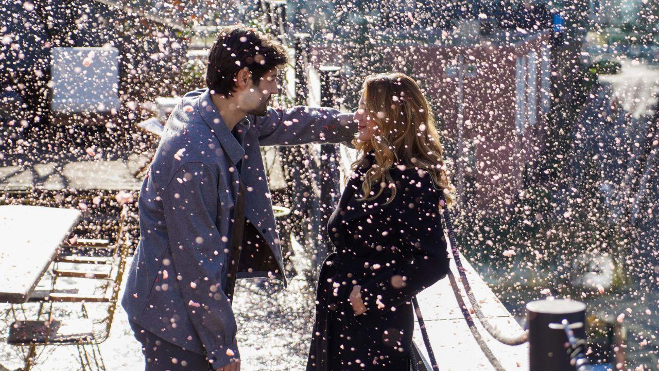 Menajerimi Ara dizisinde romantik sahne - Sayfa:1