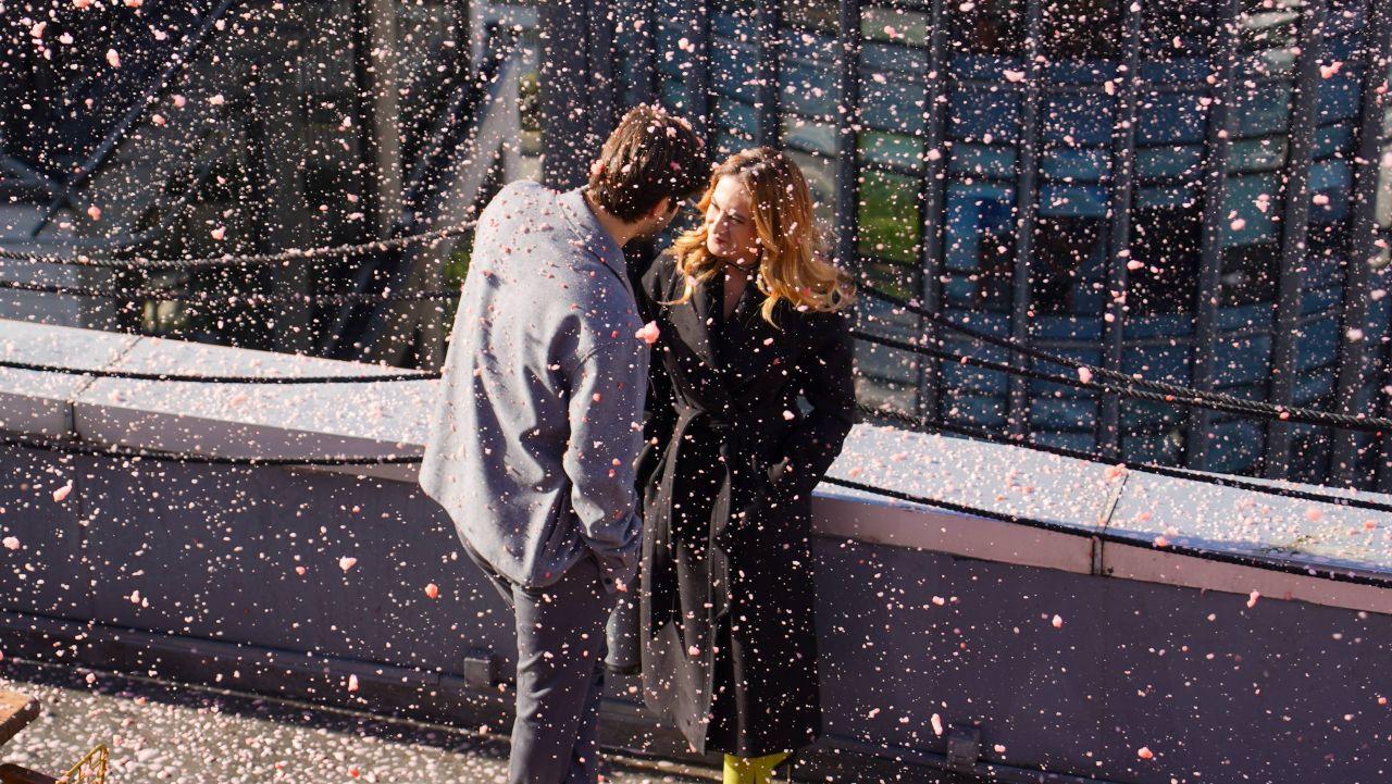Menajerimi Ara dizisinde romantik sahne - Sayfa:2