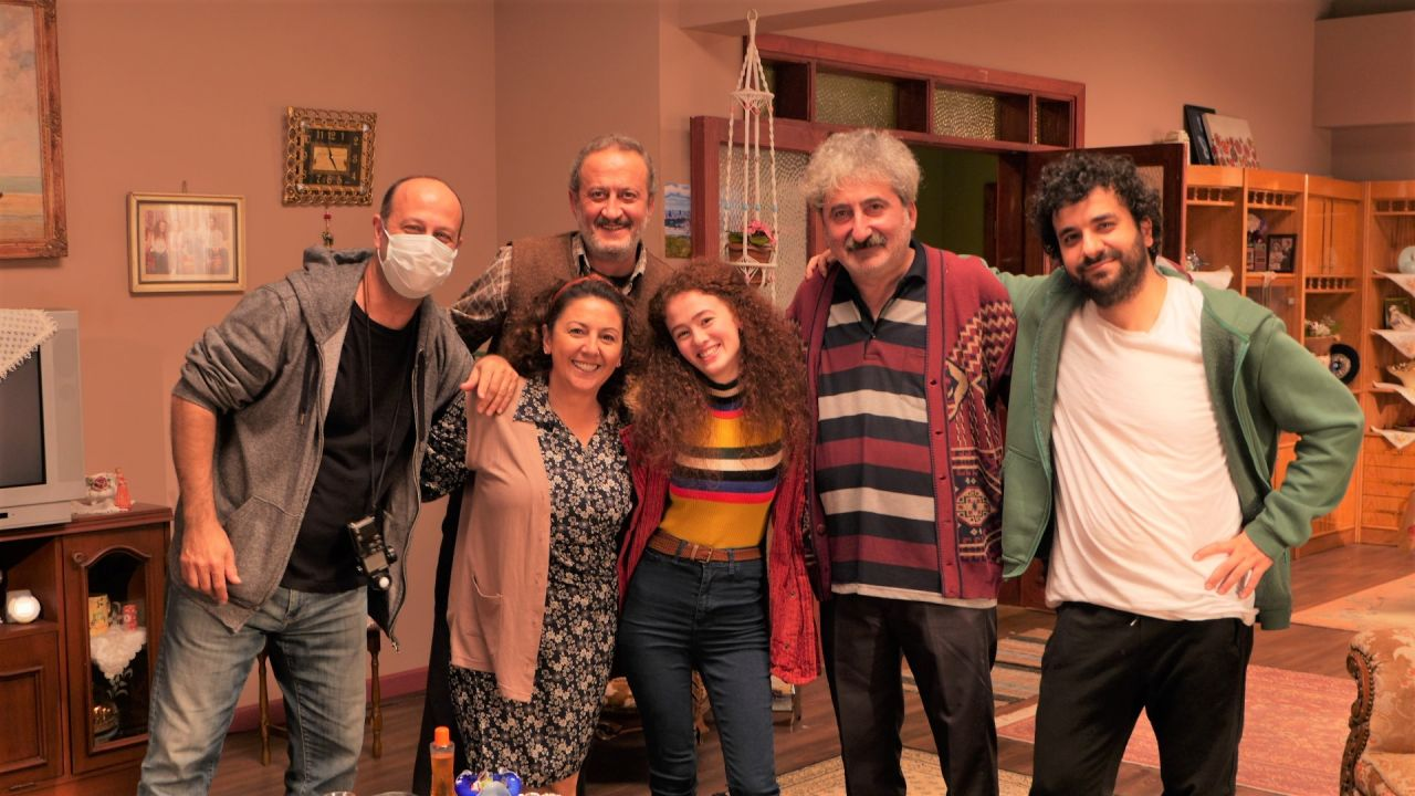 Hasan Can Kaya'nın Bir Yeraltı Sit-com'u dizisinden ilk kareler paylaşıldı! - Sayfa:1