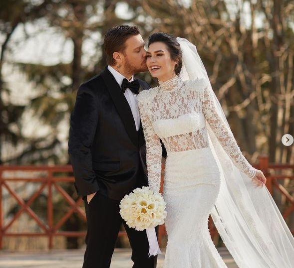 Burcu Kıratlı ile Sinan Akçıl yeniden evlendi - Sayfa:1