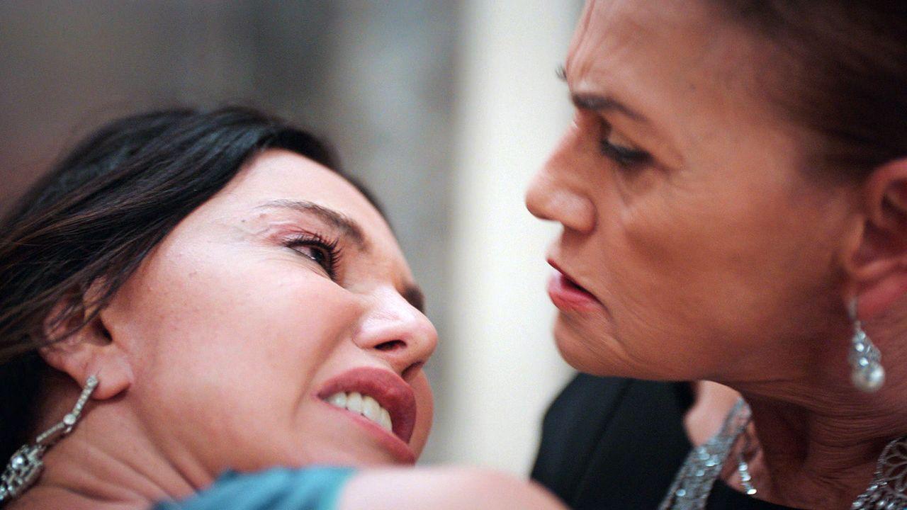 Camdaki Kız sezon finaline damga vuran sahne! Feride'den Cana'ya tehdit - Sayfa:1