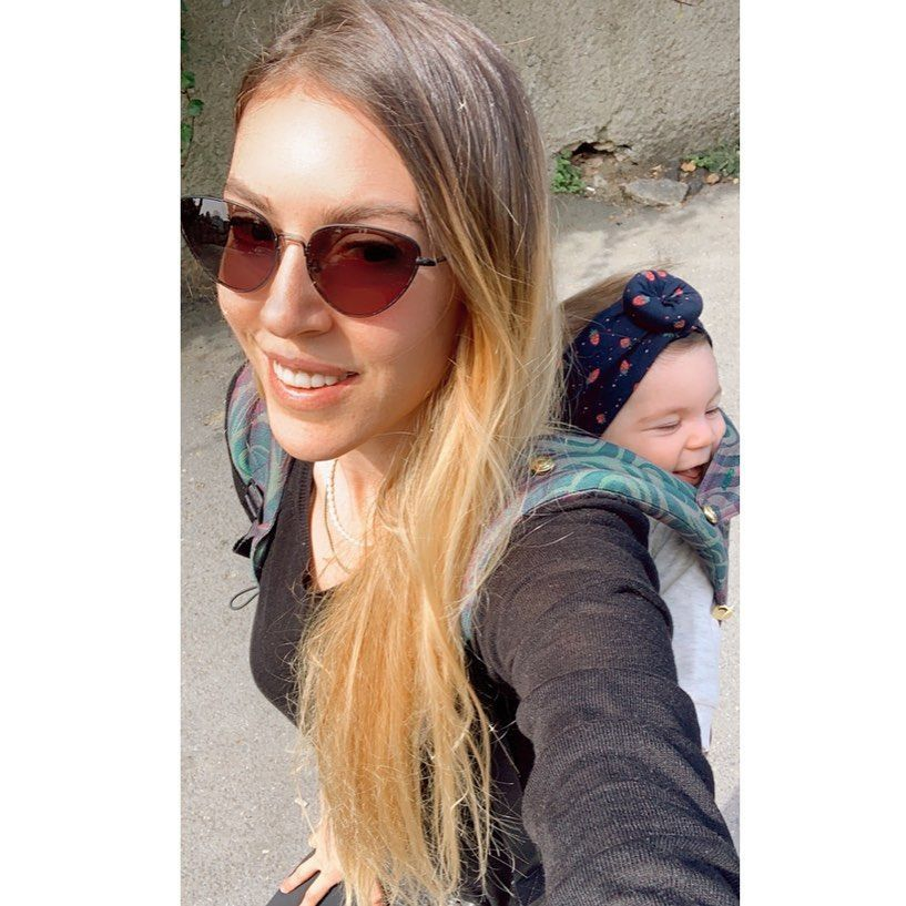 Ekim 2020'de kızı lalin'i kucağına alan Sinem Kobal anne olduktan sonra ilk kez bikinili pozunu paylaştı... - Sayfa:1