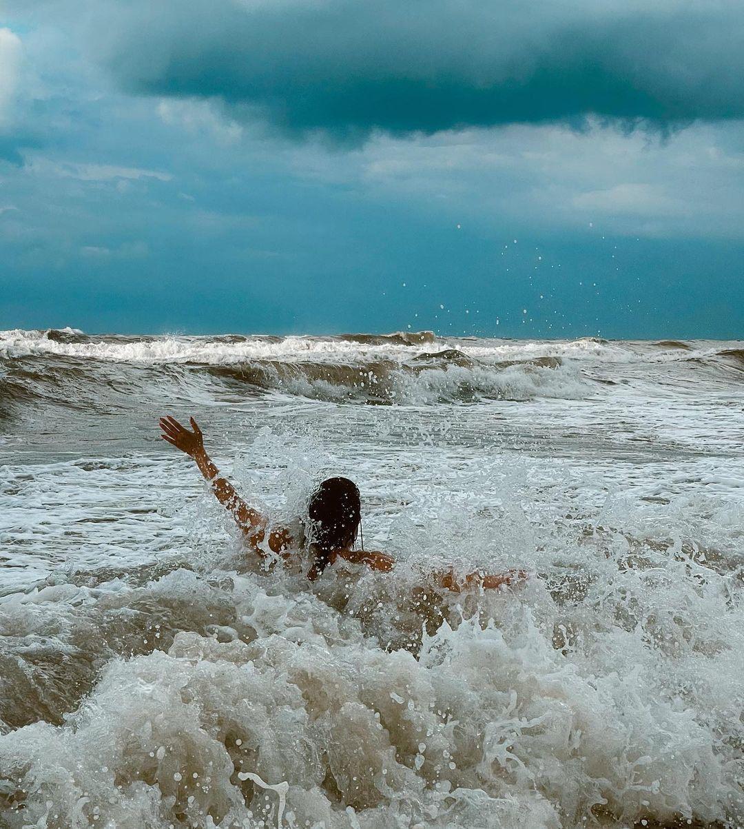 Hande Doğandemir'in dalgalarla imtihanı! Bikinili pozlarıyla sosyal medyayı salladı - Sayfa:4