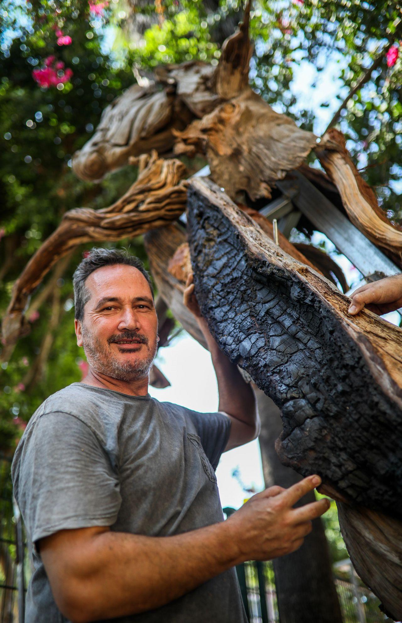 Antalyalı Adnan Ceylan, Manavgat'taki yangında zarar gören ağaçlardan at yaptı! - Sayfa:6