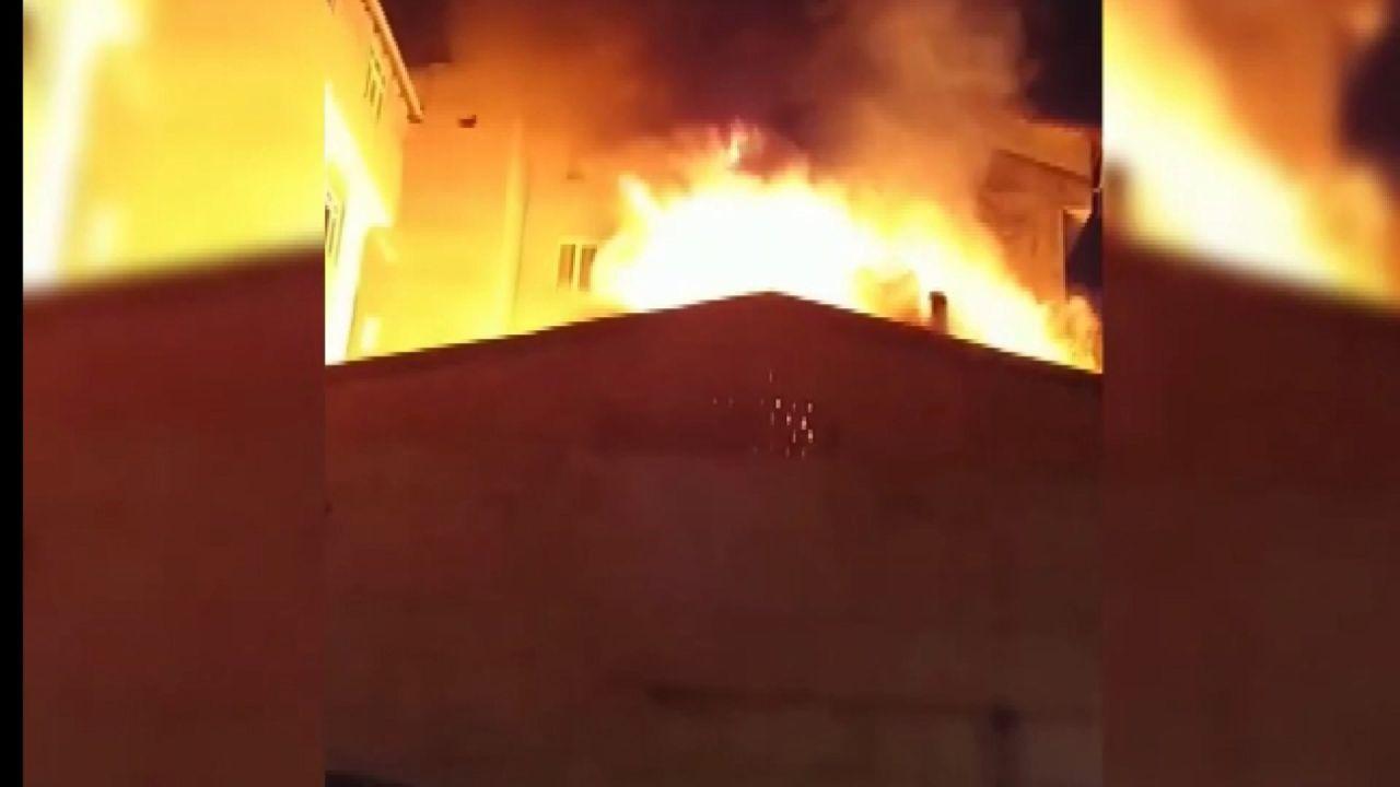 İstanbul'in Esenyurt ilçesinde sokak düğününde atılan havai fişekler evi yaktı - Sayfa:4