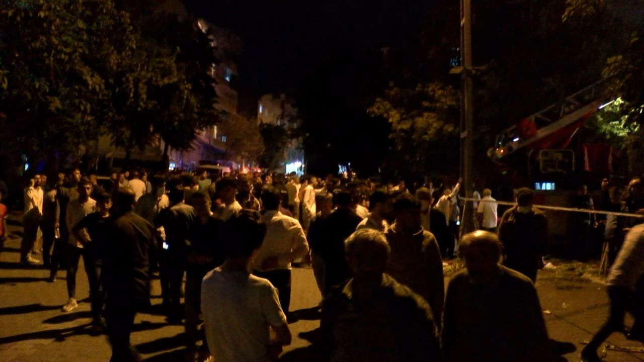 İstanbul'in Esenyurt ilçesinde sokak düğününde atılan havai fişekler evi yaktı - Sayfa:2
