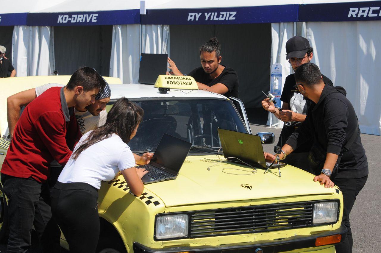 Kocaeli'nin Gebze ilçesindeki Bilişim Vadisi'nde hurda serçeyi, 15 bin lira harcayarak sürücüsüz araç haline getirdiler - Sayfa:3