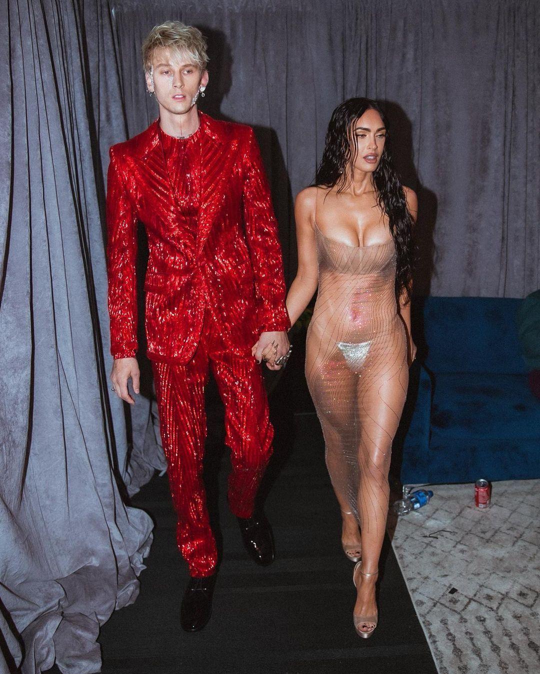Megan Fox'un MTV müzik ödüllerinde giydiği şeffaf elbisesi olay oldu - Sayfa:2