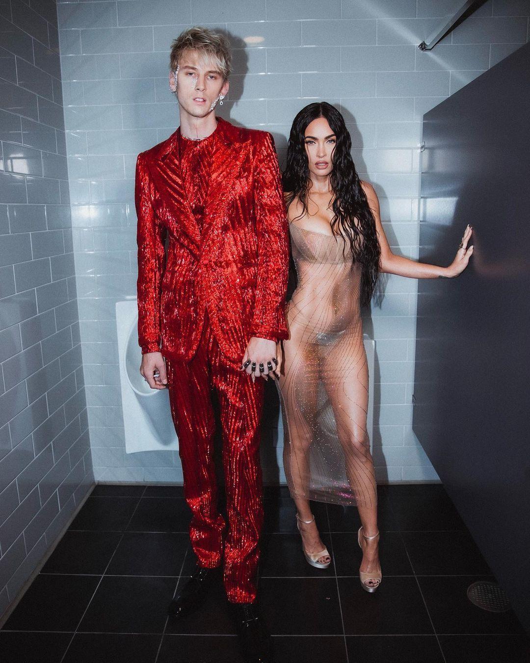 Megan Fox'un MTV müzik ödüllerinde giydiği şeffaf elbisesi olay oldu - Sayfa:3