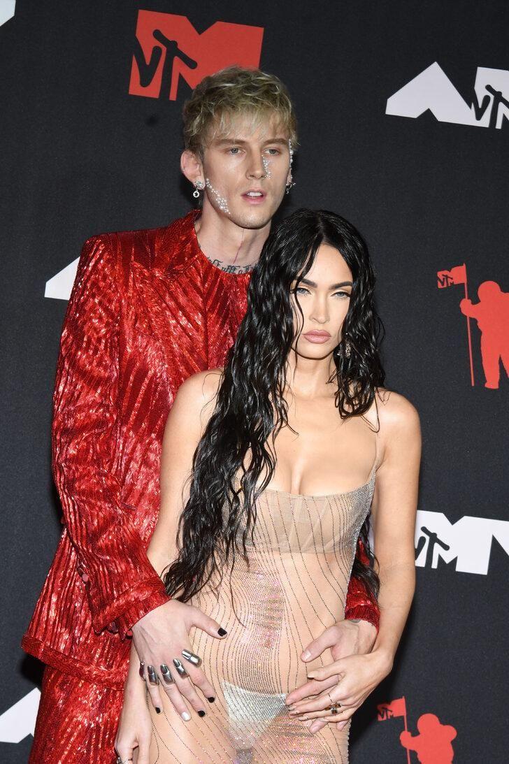 Megan Fox'un MTV müzik ödüllerinde giydiği şeffaf elbisesi olay oldu - Sayfa:4
