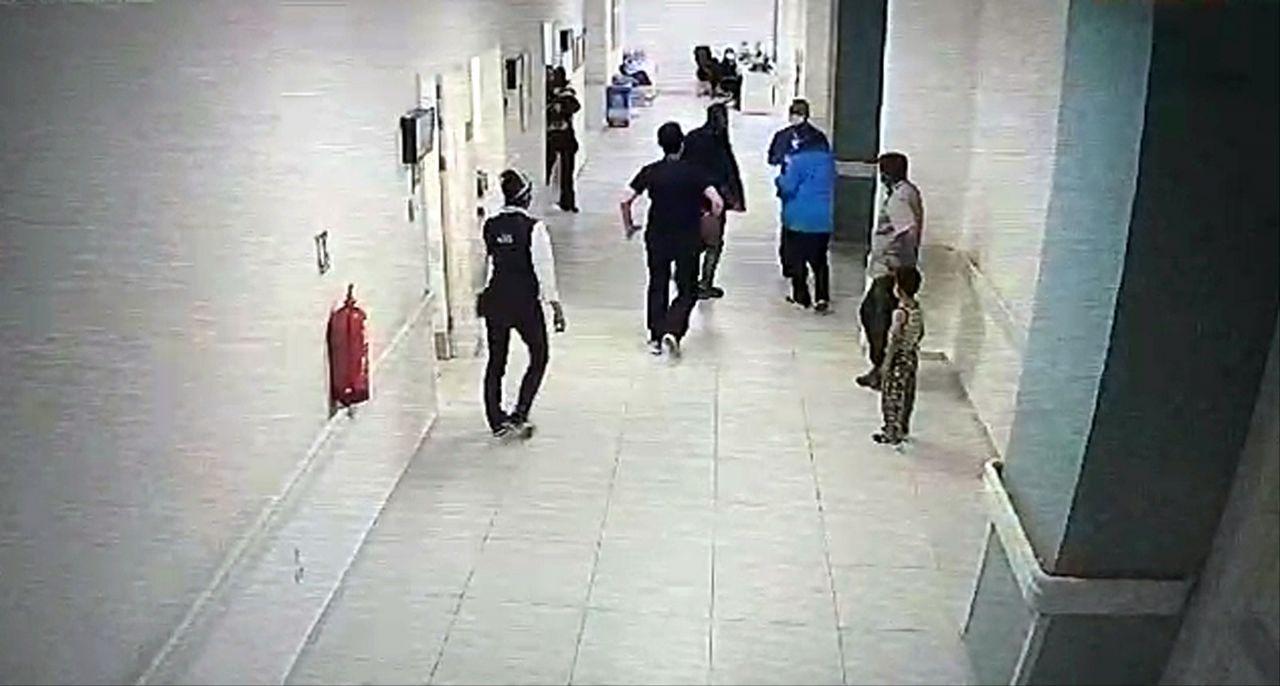 Skandal olay! Isparta'da hasta yakınının doktoru darbettiği anlar kamerada! - Sayfa:1