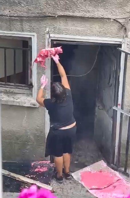 Şişli'de korkunç görüntüler, mahalleli şoka girdi. Yaşlı kadın evin penceresine ölü kedileri astı - Sayfa:2