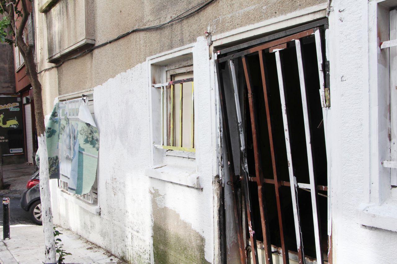 Şişli'de korkunç görüntüler, mahalleli şoka girdi. Yaşlı kadın evin penceresine ölü kedileri astı - Sayfa:4