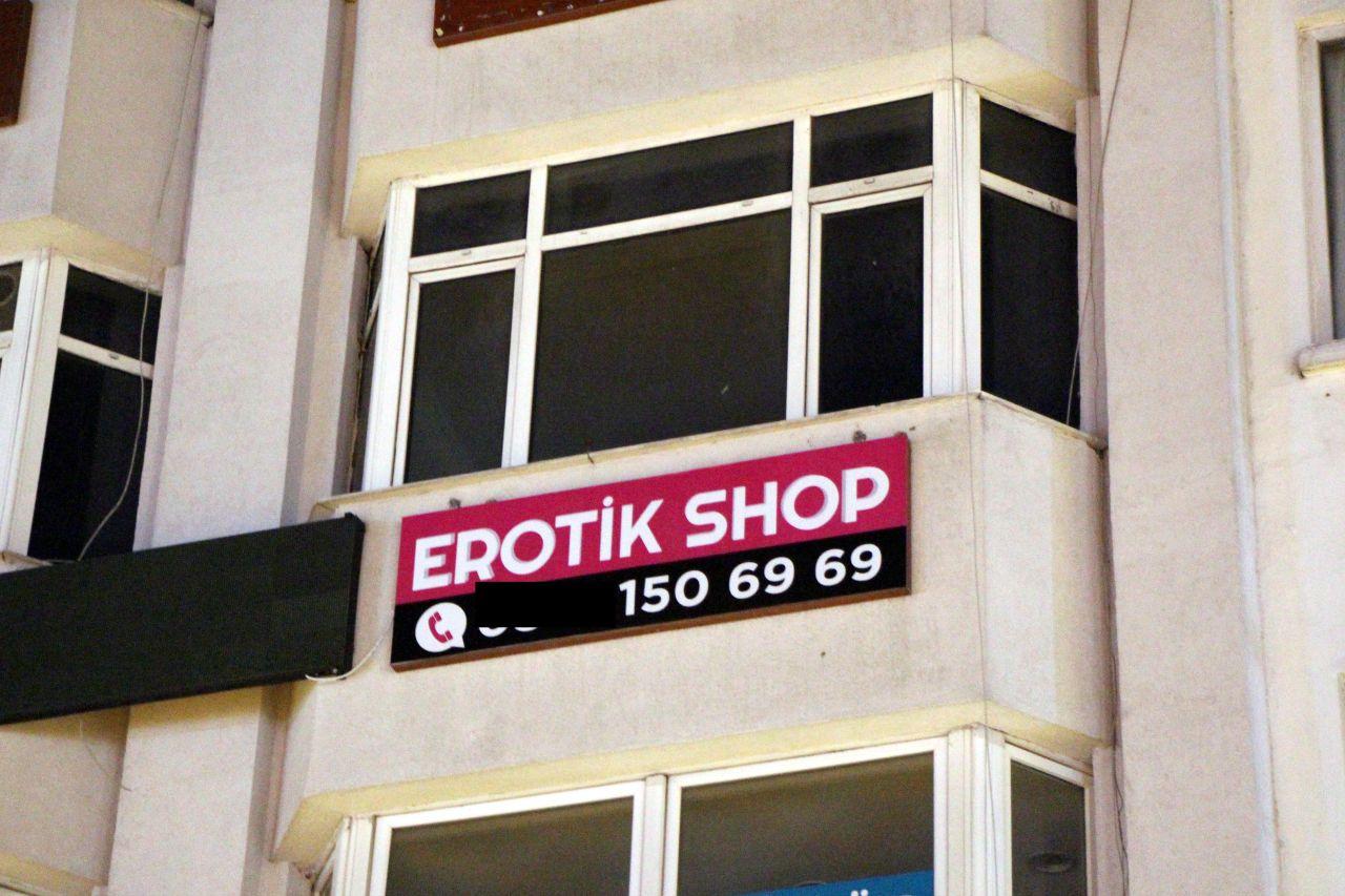 Öğrencilere 'erotik' operasyon... Bolu'da iki öğrenci erotik shop dükkanı açtı, halk ayaklandı! Polis ve belediye harekete geçti. Ne mi oldu? O tabela indirildi - Sayfa:3