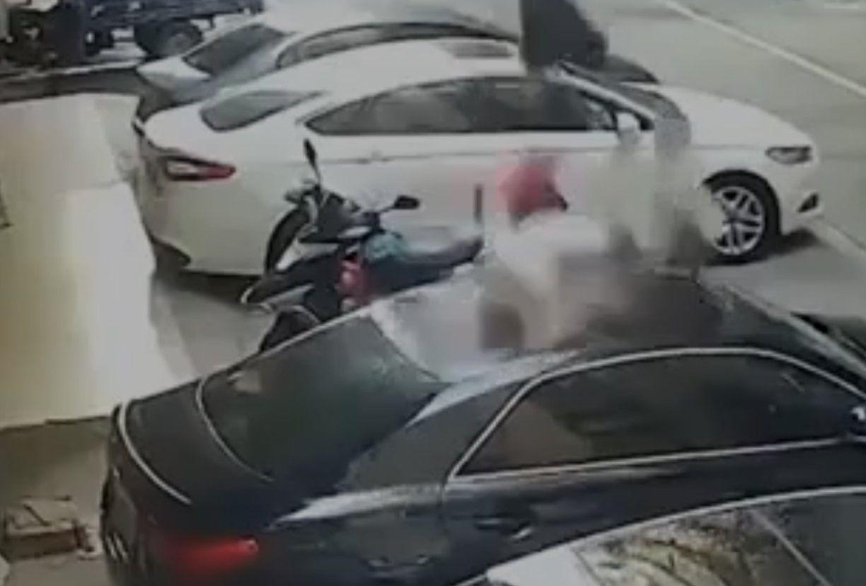 Cinsel ilişki sırasında balkondan düşen kadın, lüks arabayı pert etti - Sayfa:3