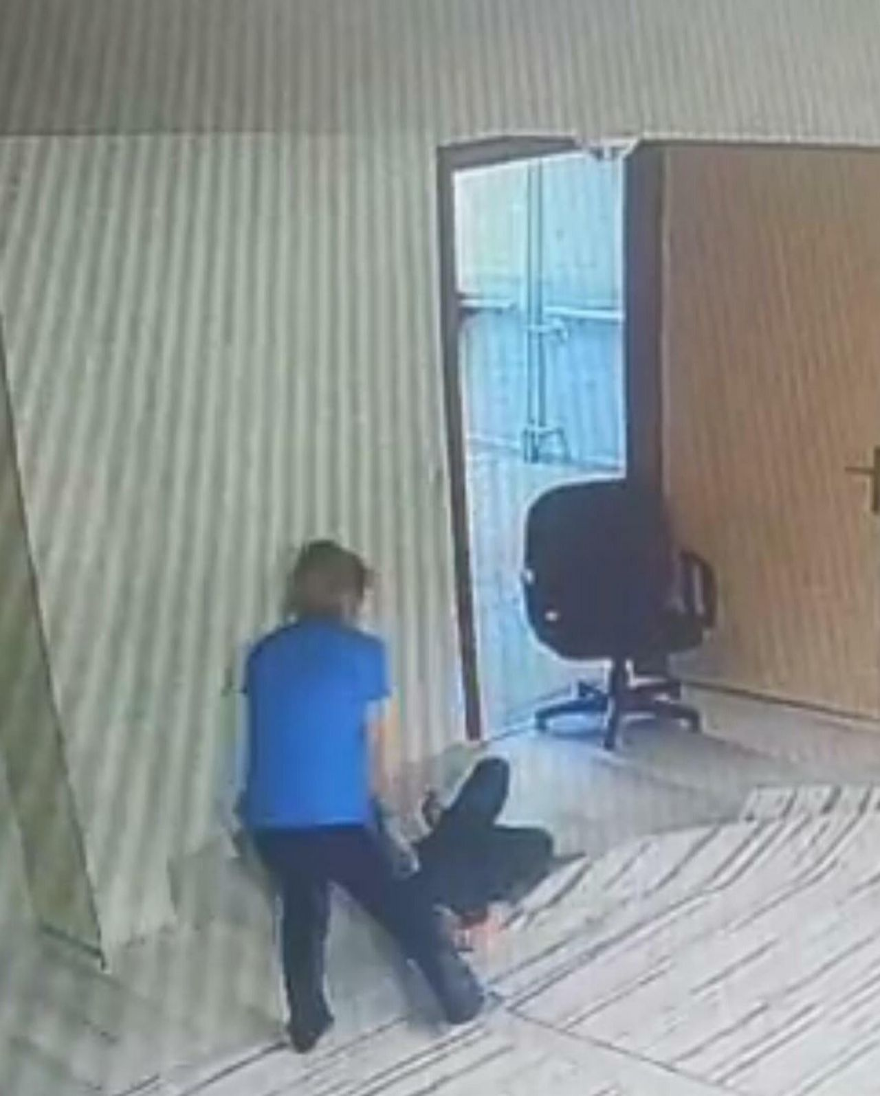 12 yaşındaki engelli öğrencinin yüzüne ayağıyla vurdu, kollarından tutup yüzüne bastırdı! Tutuklanan Aslı Gümüş'ün görüntüsü ortaya çıktı, darp iddiasını yalanladı - Sayfa:3