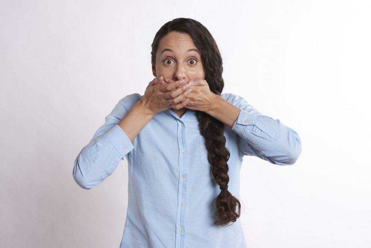 Ağız kokusu kabusunuz olmasın, kokunun sırrı çözüldü! İşte ağız kokusunu giderecek doğal yöntemler... Ağız kokusu nedir? Ağız kokusuna ne iyi gelir? Ağız kokusu nasıl geçer? Ağız kokusunun çözümü - Sayfa:1