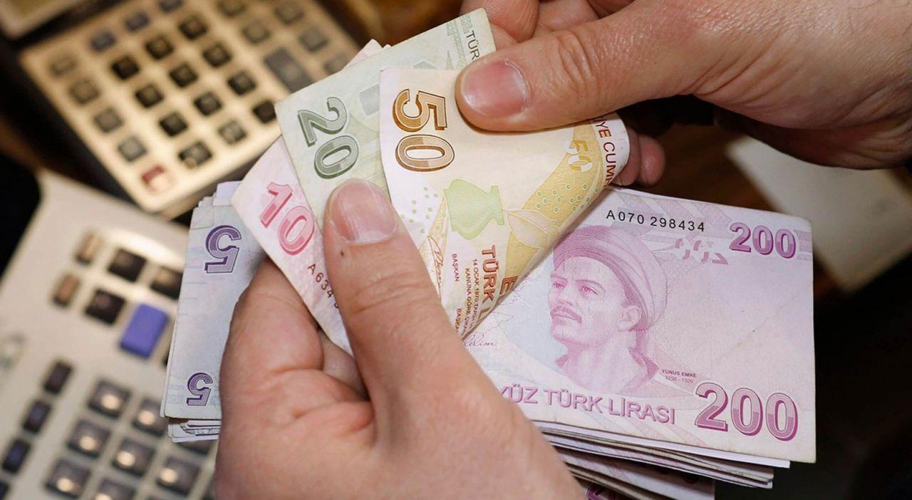 Türk-İş Başkanı'ndan 2022 asgari ücret zammıyla ilgili heyecanlandıran çıkış: 45 yıla bedel olacak - Sayfa:4