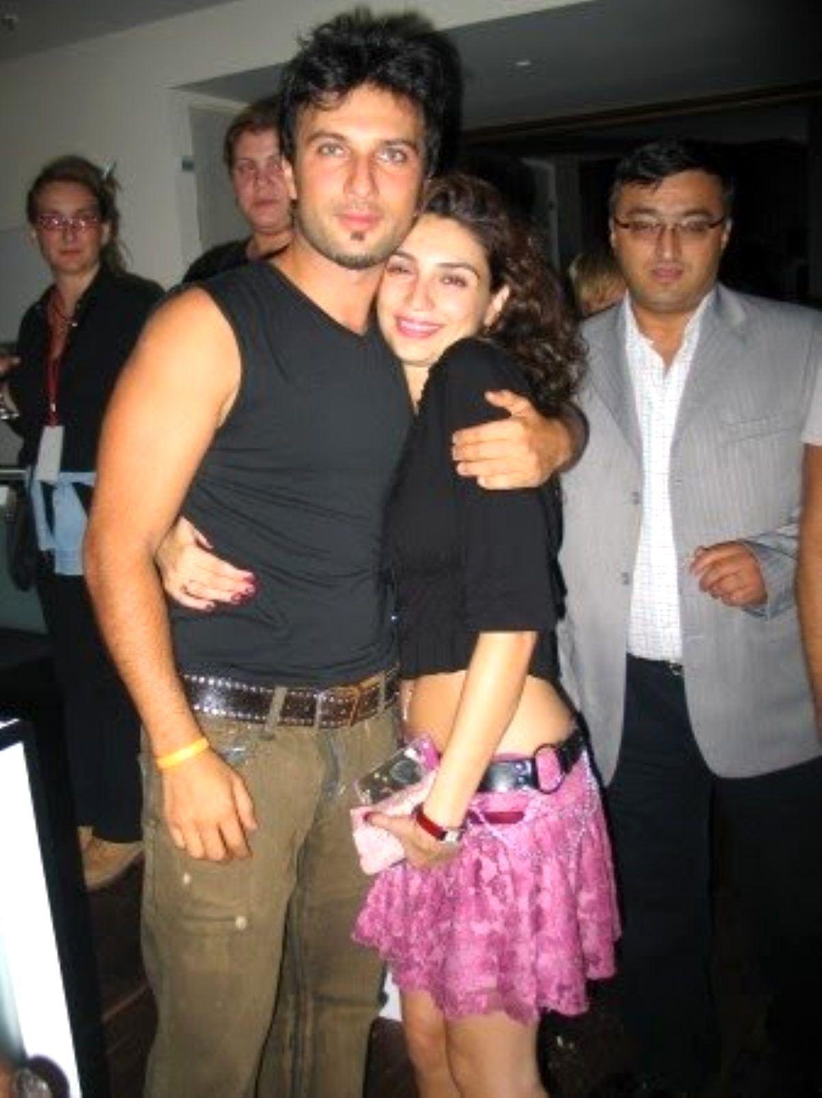 Tarkan'ın eski sevgilisi Bilge Öztürk, kendisinden 22 yaş küçük sevgilisi ile ilk kez görüntülendi - Sayfa:1