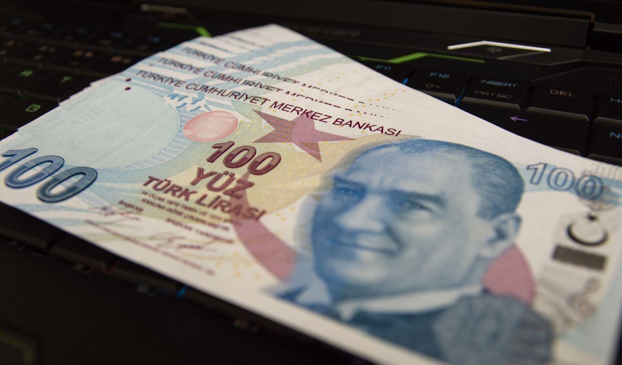 Türk-İş Başkanı'ndan 2022 asgari ücret zammıyla ilgili heyecanlandıran çıkış: 45 yıla bedel olacak - Sayfa:1