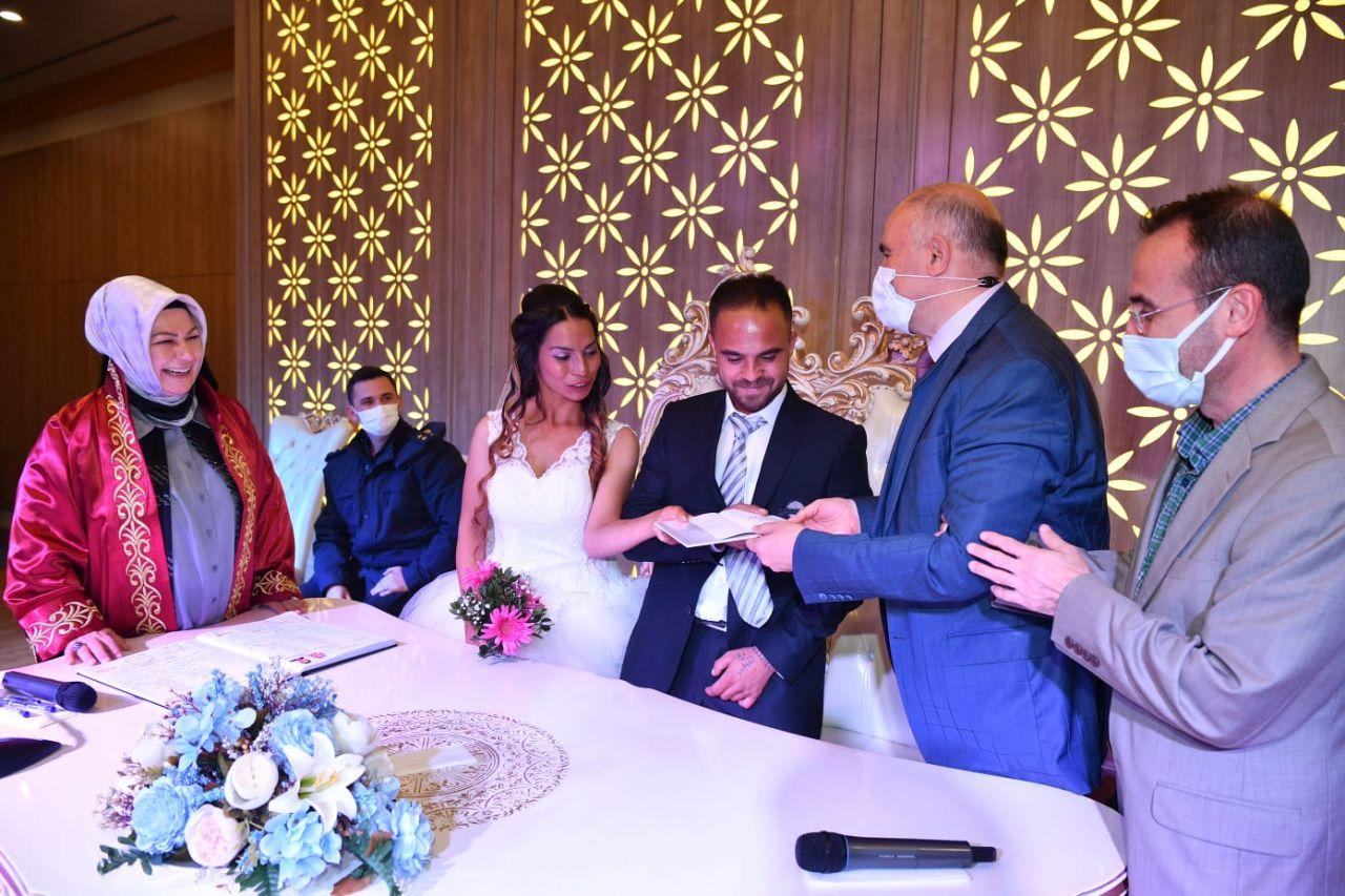 Gelin cümbüşü! 7 çifte aynı anda düğün yaptılar... - Sayfa:4