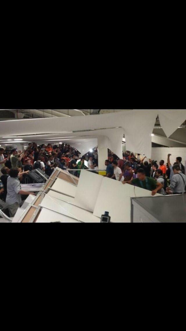Şili'li taraftarların turnike ve kapıları kırması sonucu hangi Türkiyeli gazeteci yaralandı? - Sayfa:3
