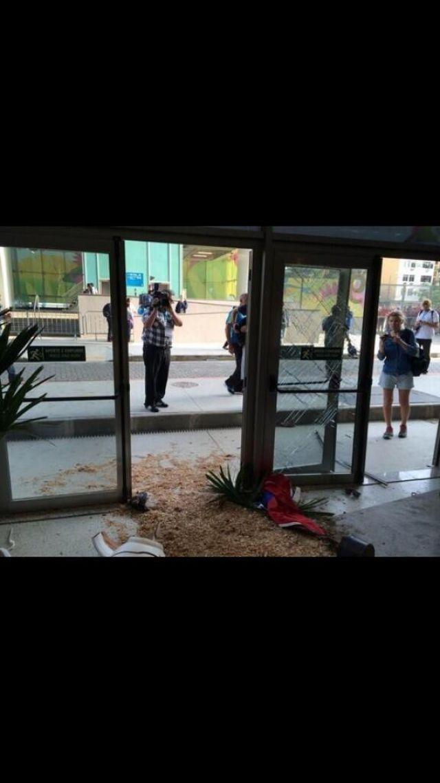 Şili'li taraftarların turnike ve kapıları kırması sonucu hangi Türkiyeli gazeteci yaralandı? - Sayfa:2
